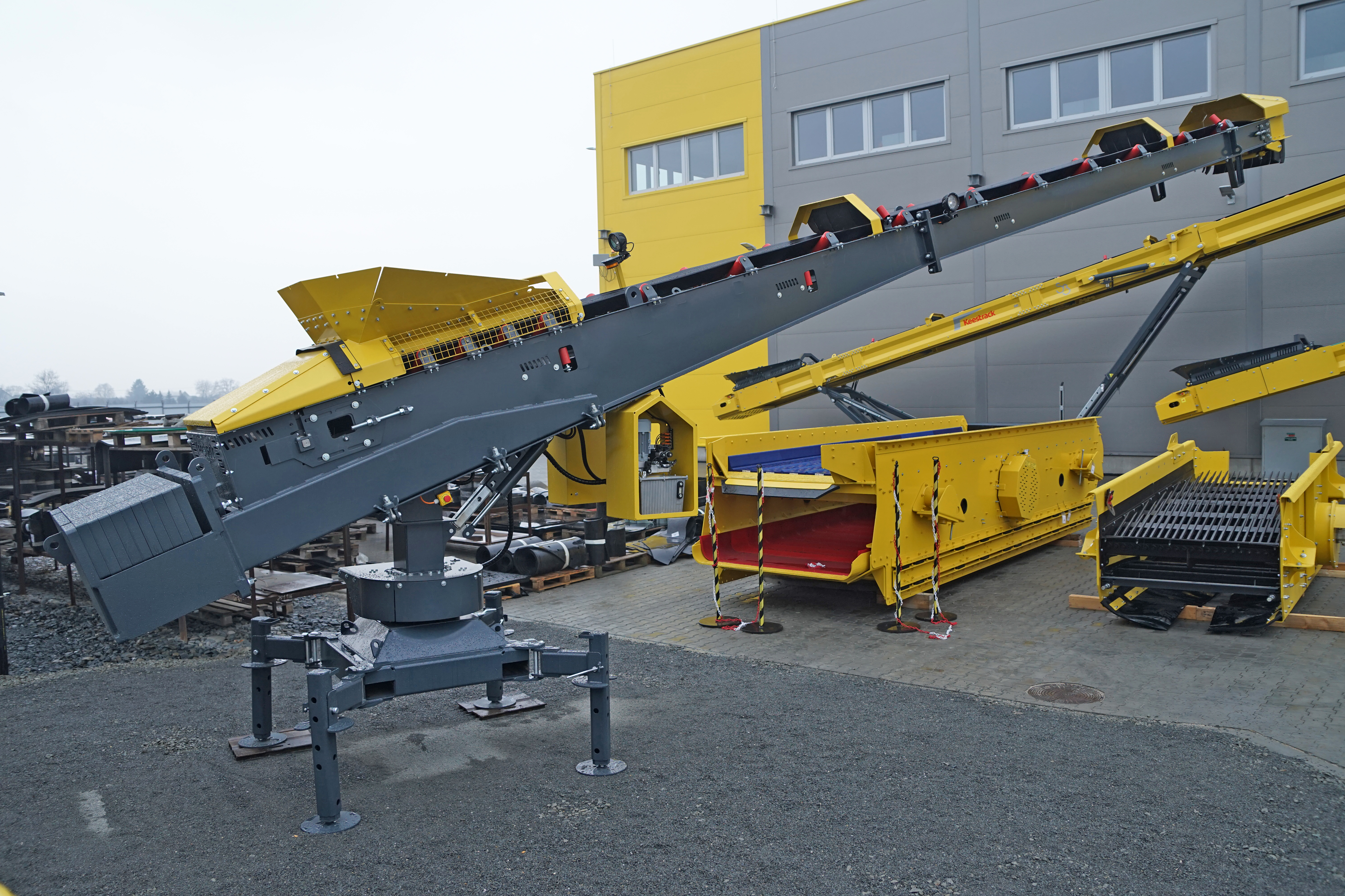 Static S1 automated swiveling stacker