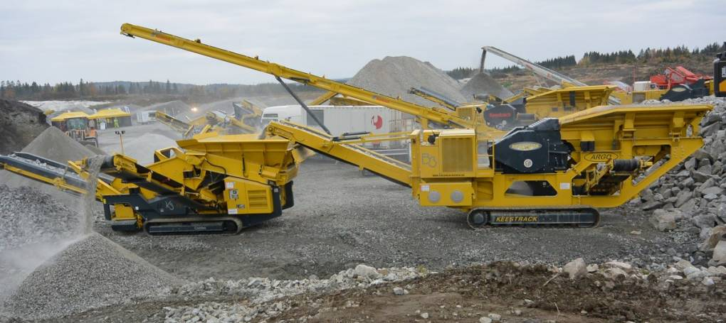 Jaw crusher B3 and K3 screen in quarry