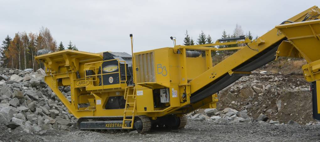 Keestrack B3 jaw crusher in quarry