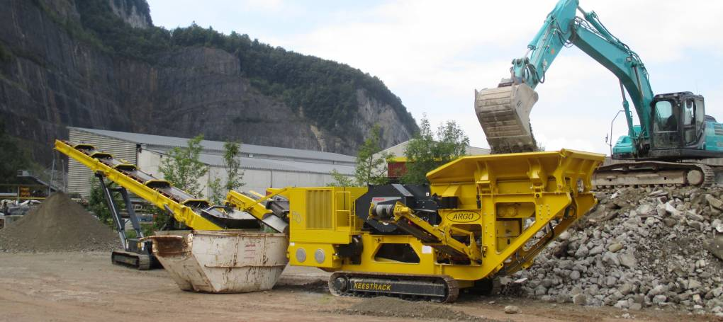 Keestrack B3 jaw crusher with S5 stacker