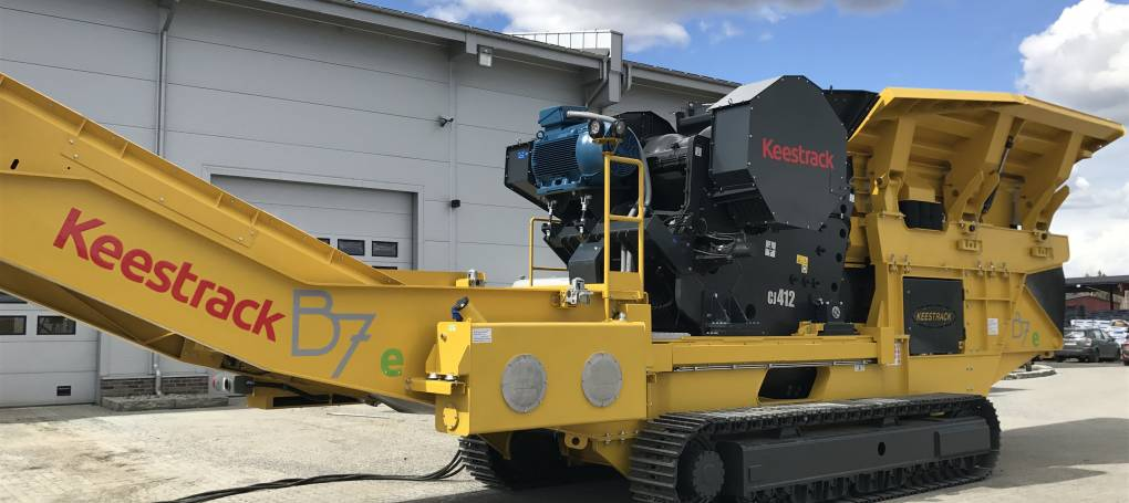 Keestrack B7e full hybrid jaw crusher with drop off engine compartment