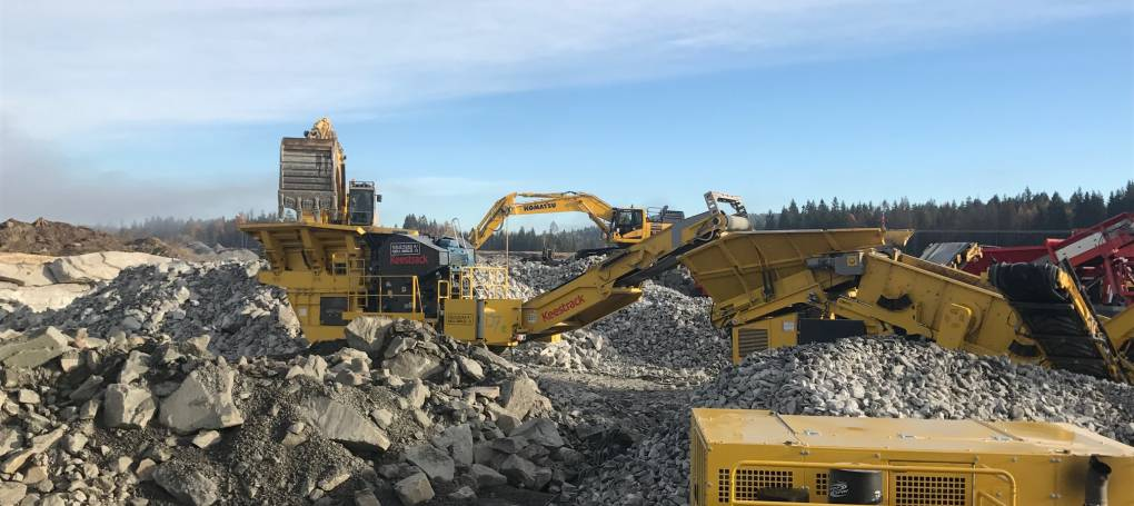 Keestrack B7e jaw crusher with drop off engine